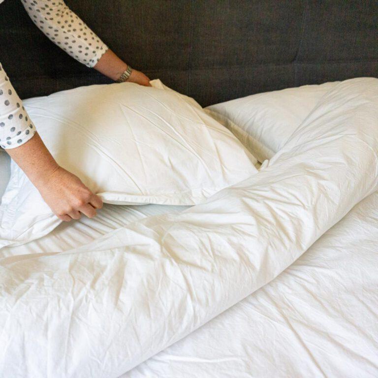 Een net verschoond bed met aan de buitenlucht gedroogde lakens; dat is met een lach in bed stappen voor mij.