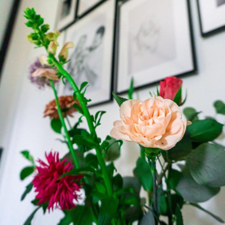 Een instant happy feeling; verse bloemen in huis. Ik mis ze echt als ik ze niet in huis heb staan.